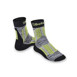 7427 Maxi sneaker socks with protective, breathable inserts on shinbone and instep areas.